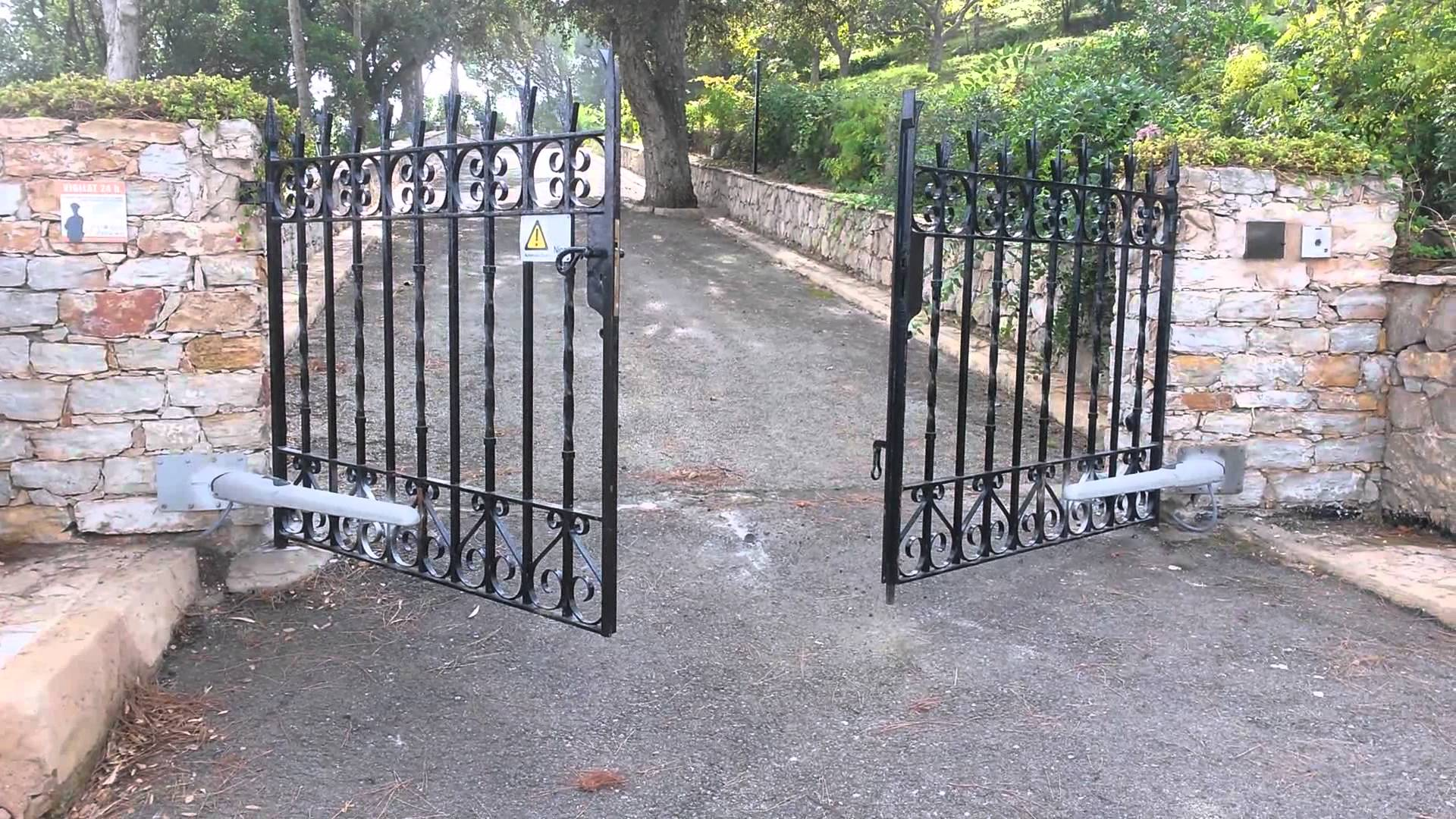 Puertas abatibles autom ticas puertas automaticas innovatec for Brazos puertas automaticas